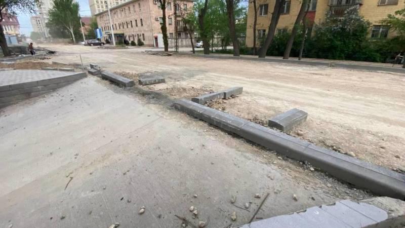 На Ажибек Баатыра рабочие заблокировали заезд на парковку, - горожанин. Фото