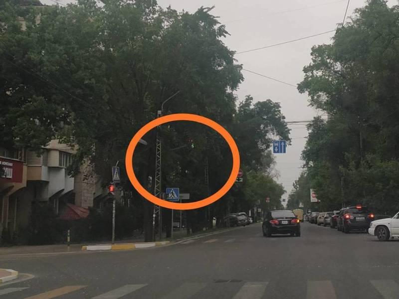 На пересечении улиц Московская и Панфилова плохо работает светофор, - очевидец