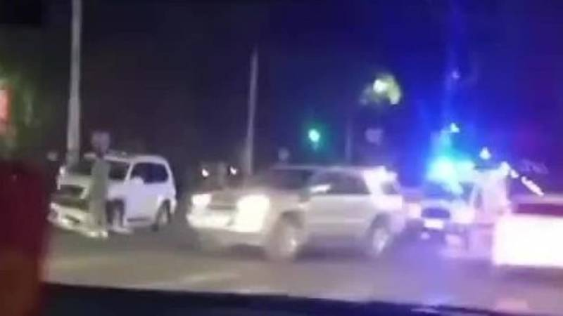 На Южной магистрали столкнулись Lexus GX 470 и «Стэпвагон». Видео с места аварии