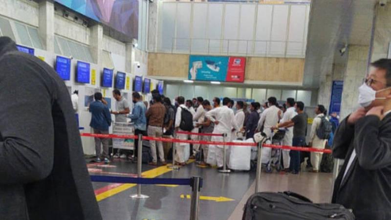 Пакистанцы улетают из Кыргызстана. Фото