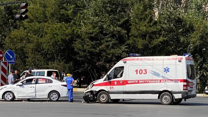 На Южной магистрали произошло ДТП с участием машины Скорой помощи. Фото