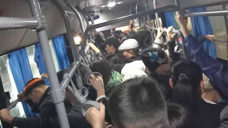 Где обещанные пассажирские автобусы из Узбекистана? Фото горожанки