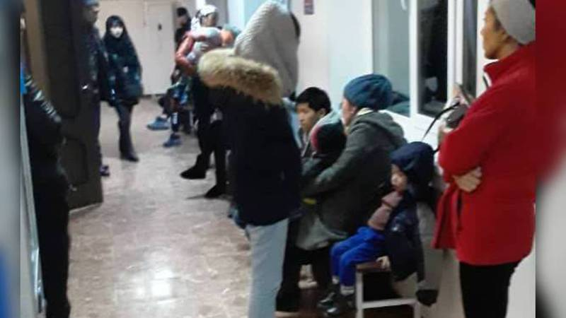 В Инфекционной больнице дети стоят в очереди по 4 часа, - посетительница