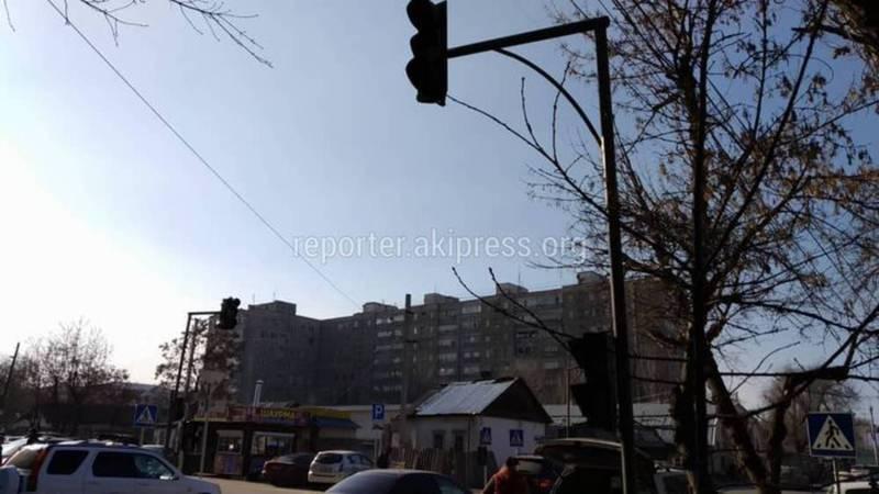 Светофор на Боконбаева - Керимбекова установлен по запросу школы и Министерства образования, - мэрия