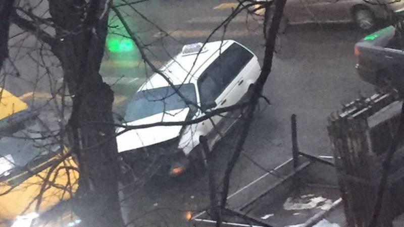 На Ахунбаева-Руставели столкнулись несколько машин. Фото