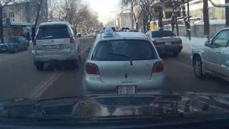 На ул.Горького «Лексус» ехал по встречной полосе. Фото