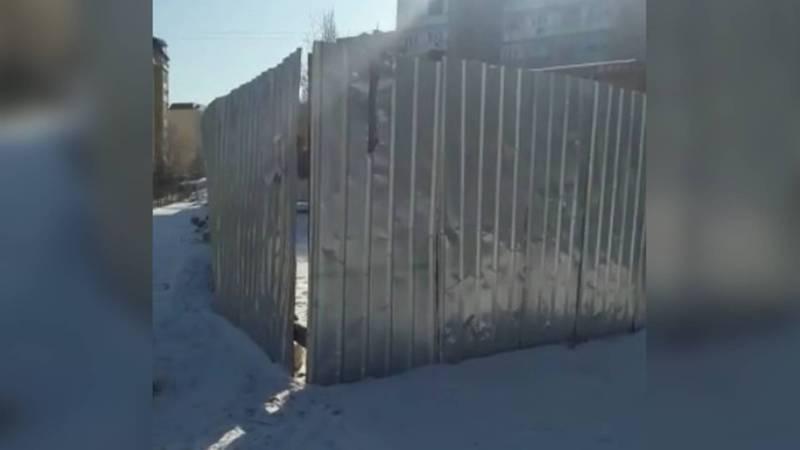 Законно ли во дворе дома в 12 мкр ведется строительство объекта? Видео
