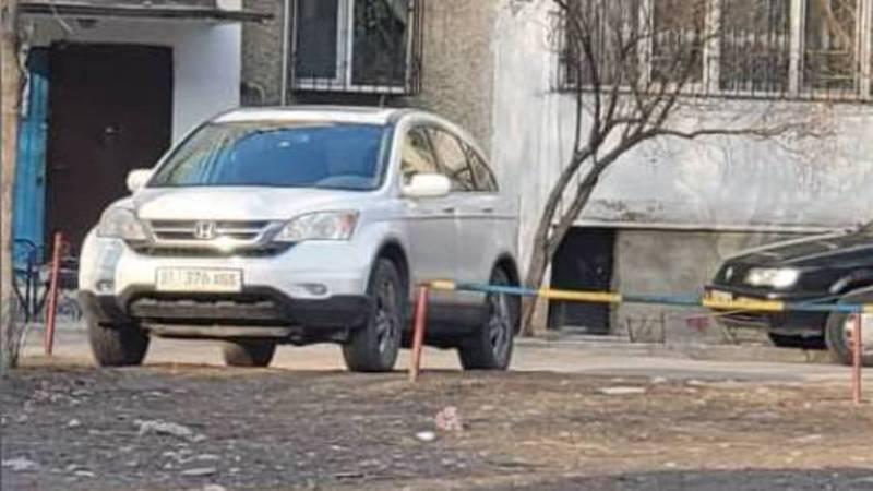 Законно ли функционирует автостоянка на детской площадке в мкр Аламедин-1?