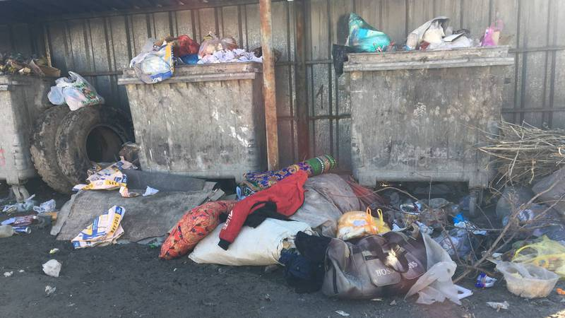 В микрорайоне Достук не вывозят мусор. Фото