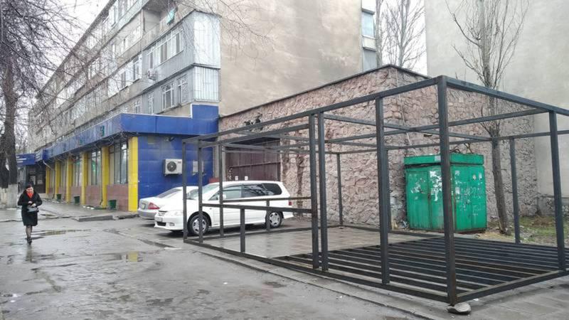 Металлический каркас под торговый павильон возле ЦОН №3 установлен законно, участок отдан на временное пользование до 2055 года - мэрия