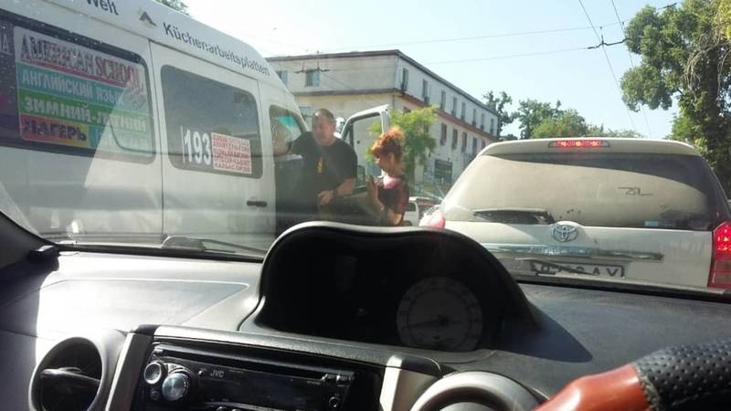 Маршрутка №193 забита пассажирами, многие без масок, - очевидец. Фото