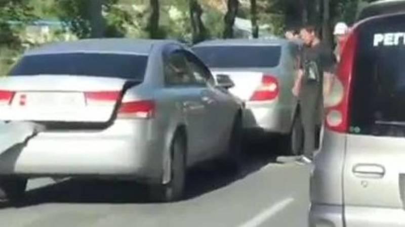 ДТП с участием трех машин. Видео очевидца