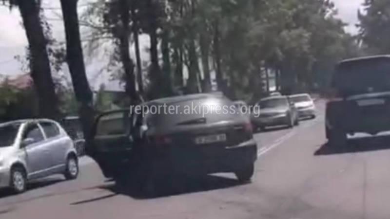 В Бишкеке лоб в лоб столкнулись «Хонда» и «Тойота»