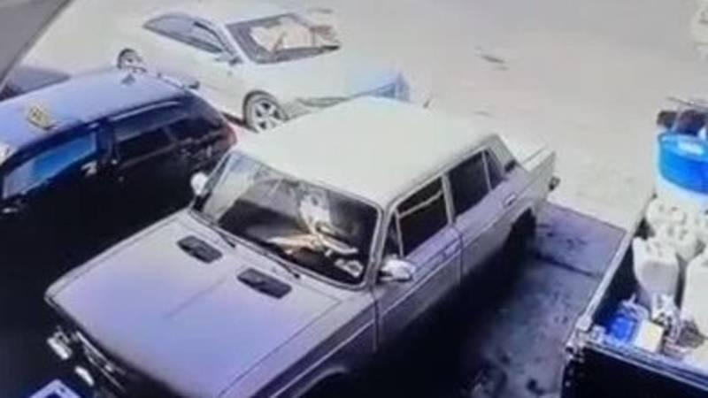 Лобовое столкновение «Фита» и маршрутки в Оше попало на видео