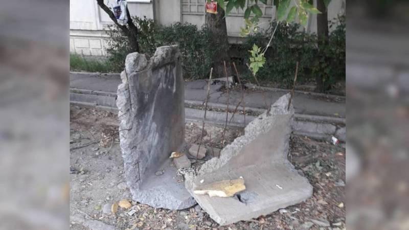 После ремонта теплосетей рабочие оставили бетонную плиту, - горожанка