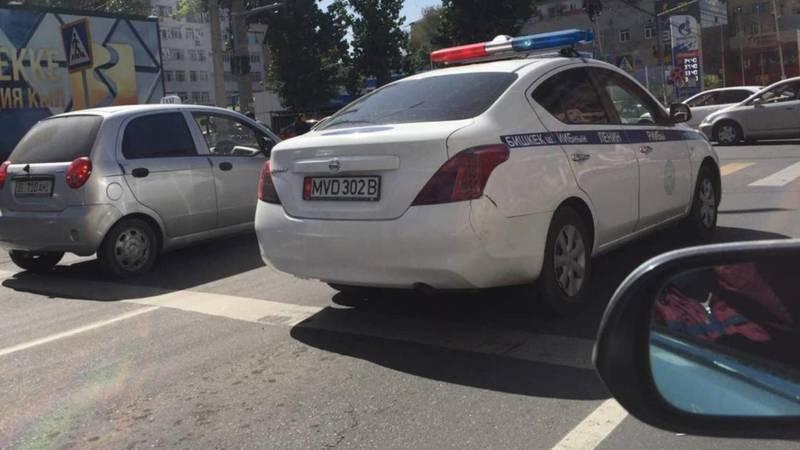 На ул.Исанова машина МВД выехала за стоп-линию? - очевидец