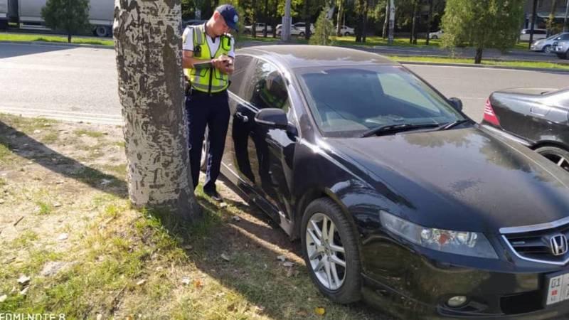 В отношении водителей, которые припарковали авто в неположенном месте возле рынка «Мадина», составили протоколы