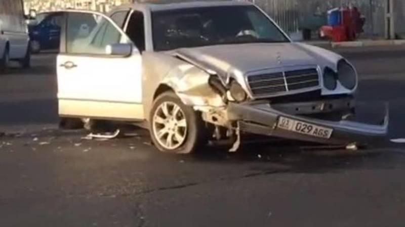 На Жибек Жолу «Мерседес» столкнулся с «Портером». Видео с места аварии