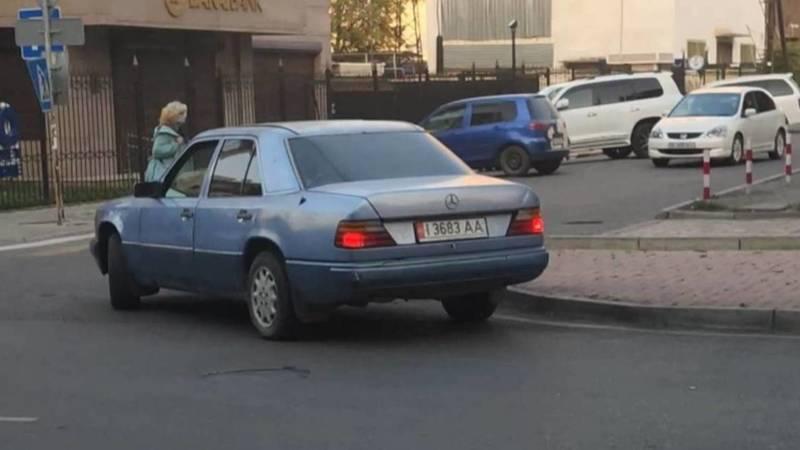 «Мерседес 230» едет против шерсти по ул.Исанова. Видео