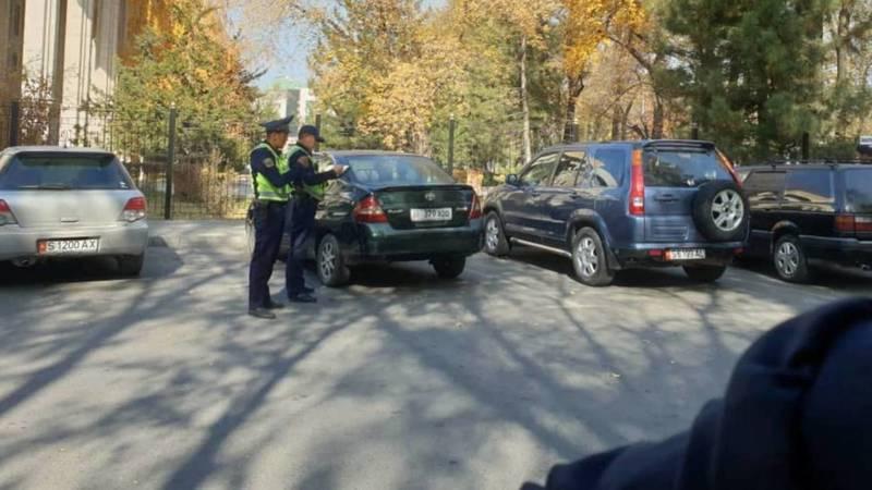 Возле БГУ постоянно стоят сотрудники патрульной милиции, - очевидец