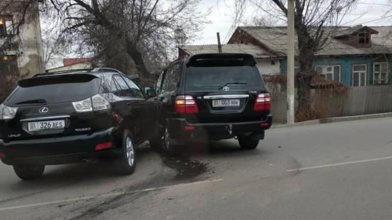 ДТП с участием «Крузака» и Lexus RX 330. Фото