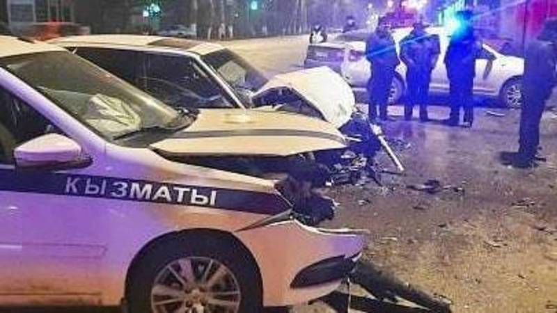Жесткая авария с участием патрульной машины в Оше. Видео и фото