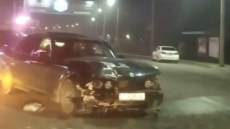 На Льва Толстого столкнулись BMW и «Тойота». Видео с места аварии
