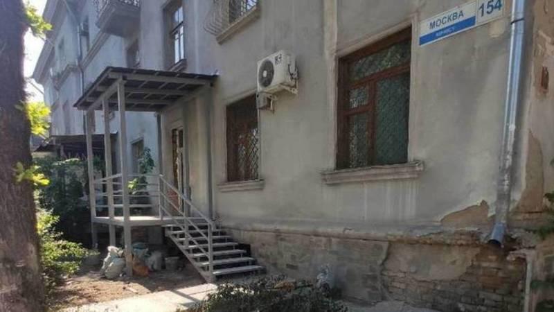 Вход через окно в доме по адресу ул.Московская сделан законно, - мэрия