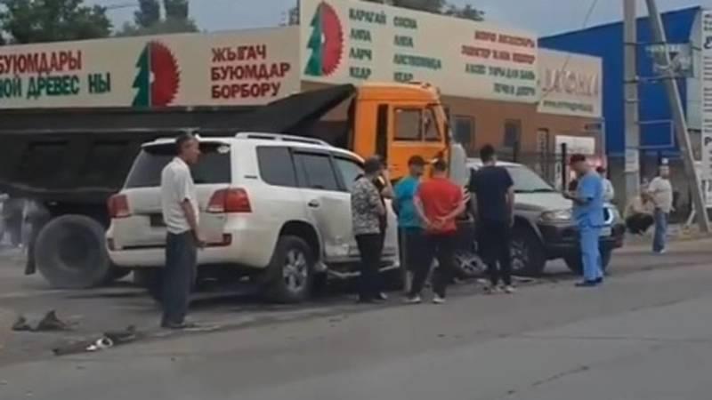 В Бишкеке произошло ДТП с участием 5 машин. Видео