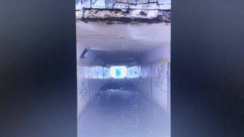 В переходе в 10 мкр с потолка течет вода. Видео