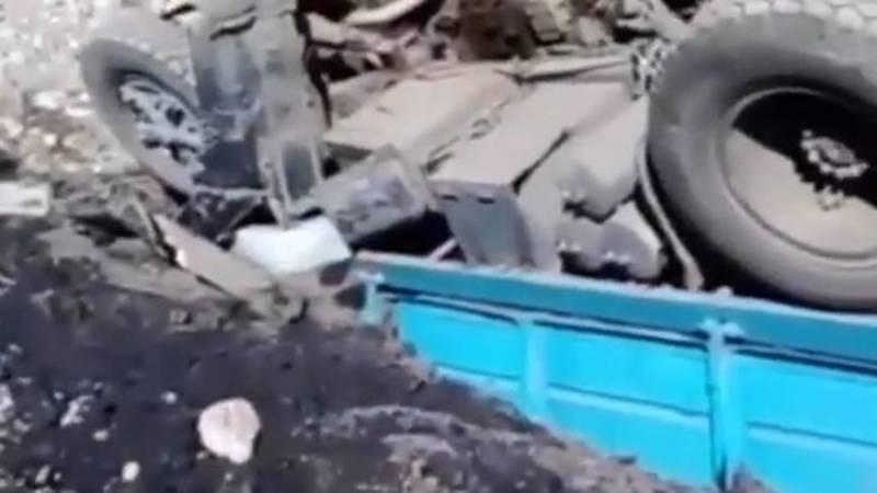 В Кара-Кече перевернулся КамАЗ, груженный углем. Видео с места аварии