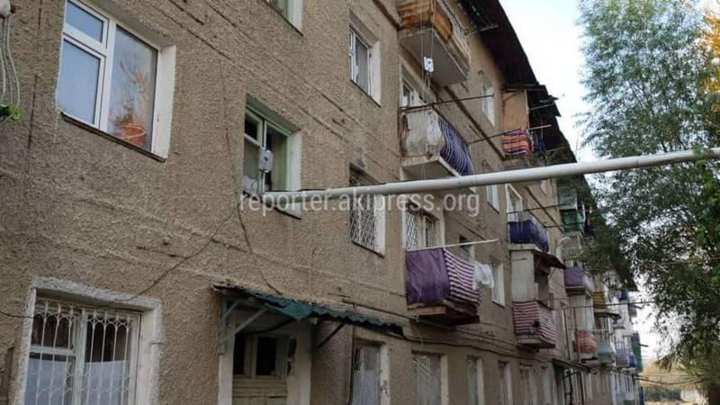В доме по улице Краснофлотской в Оше вода затопила подъезд, нет отопления