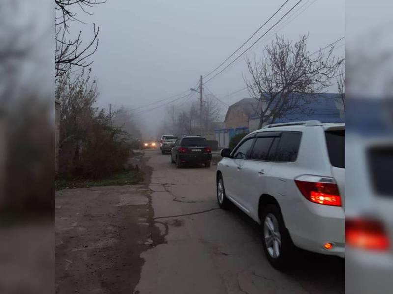 Бишкекчанка: По улице Хвойной ездит большое количество транспорта, но нет ни разметки, ни знаков, ни тротуара