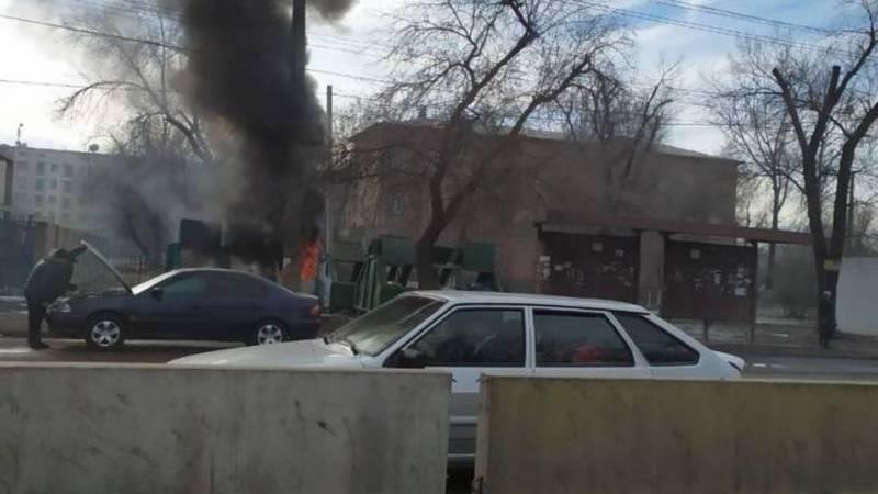 На Ден Сяопина-Алыкулова горит мусор (фото)