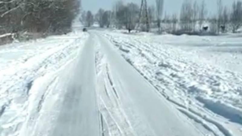 Трасса Токмок-Алчалуу не очищают от снега. Видео