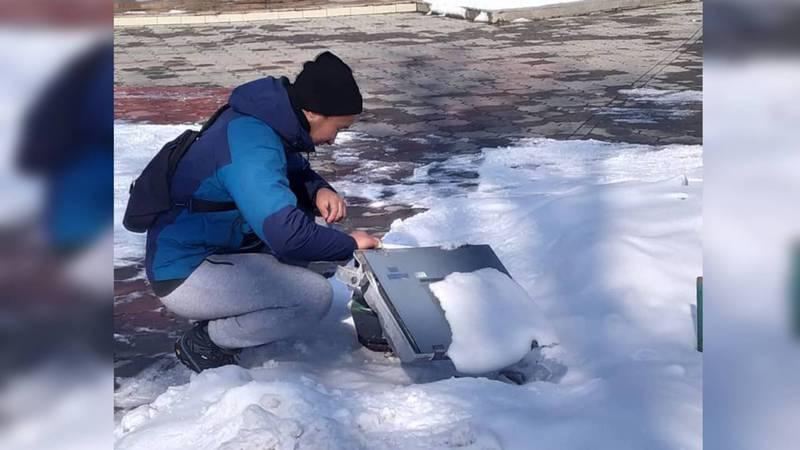 Фонарь в Дубовом парке починили