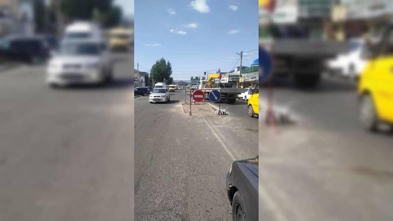 По улице Курманжан Датки проводят дорожно-ремонтные работы