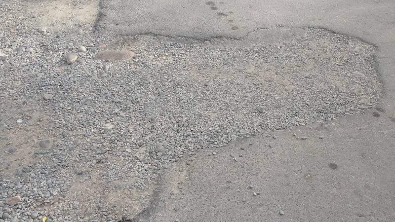 Когда восстановят асфальтовое покрытие тротуара в 5 мкр? - горожанин