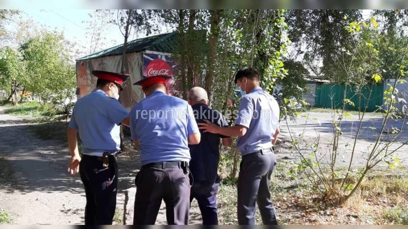 Милиционеры помогли мужчине, который спал возле Первомайского РУВД