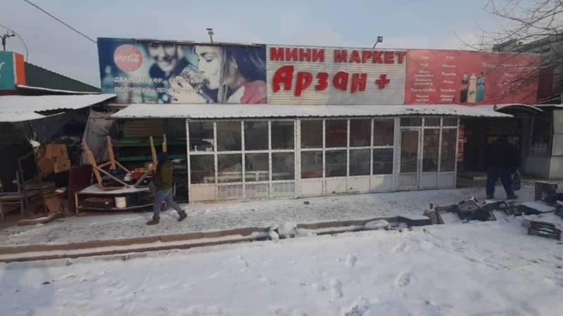 Законно ли на тротуаре по ул.Айни построили магазин? - горожанин