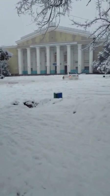 На площади Кара-Балты устроили автодром. Видео