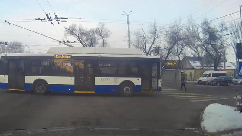 Троллейбус №6 проехал на красный на ул.Ахунбаева, едва не сбив пешехода, - очевидец