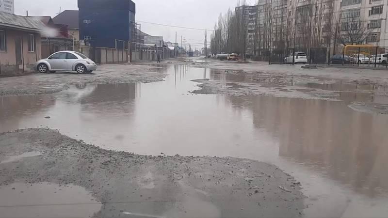 Жители Учкуна жалуются на лужи и просят купить лодки. Видео