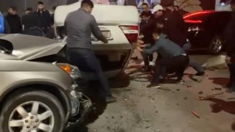 В ДТП на ул.7 Апреля перевернулась машина, есть пострадавшие. Видео