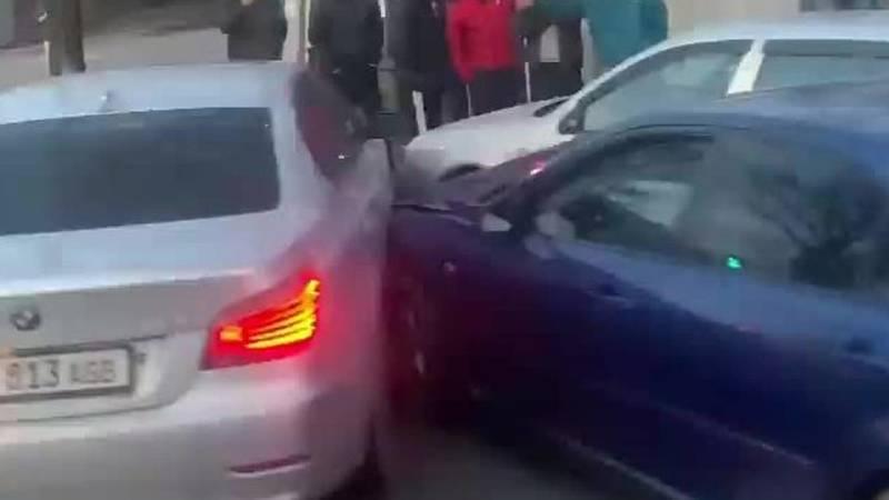 Авария с участием трех машин. Видео с места ДТП