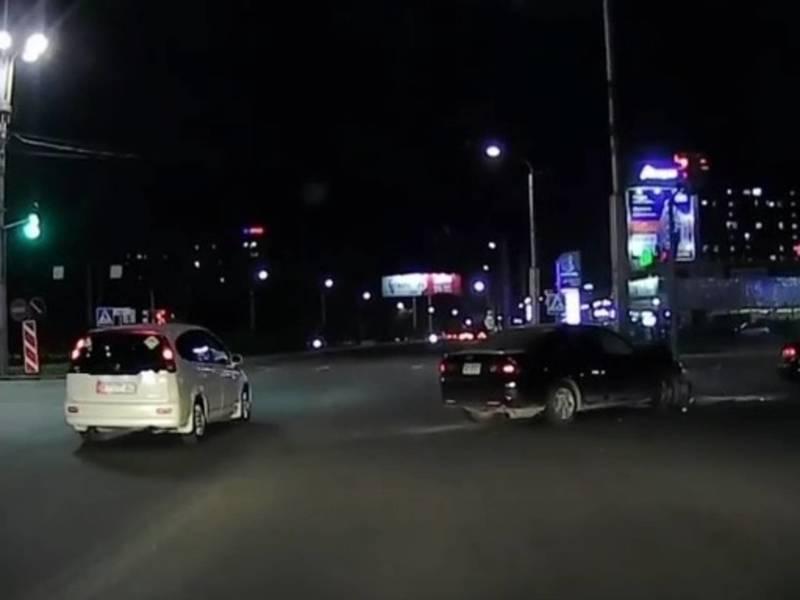 На Жукеева-Пудовкина произошло ДТП. Видео