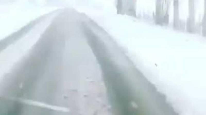 В Тюпском районе выпал снег. Видео