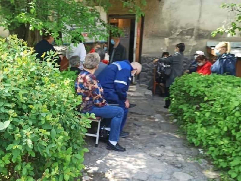 В бишкекской поликлинике образовались очереди за вакциной от COVID-19