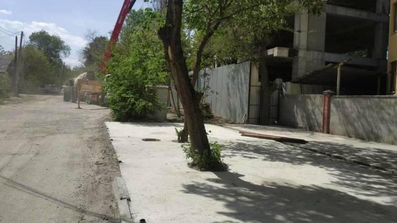 Детсад «Умняшка» незаконно огородил обочину, стойки были демонтированы. Фото мэрии