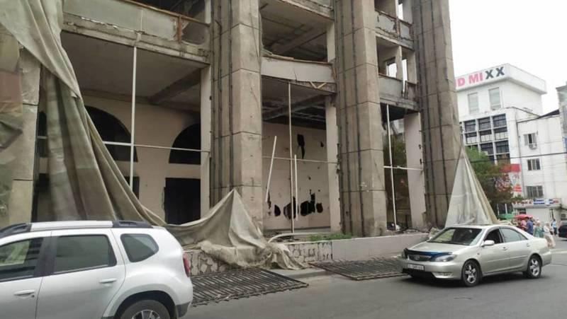 Горожанин жалуется на беспорядок у здания бывшей Генпрокуратуры. Фото
